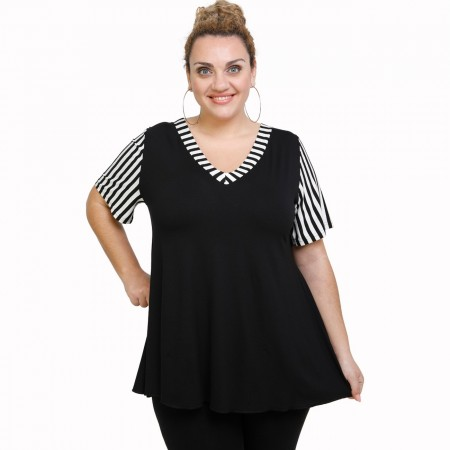 A21-589 Blouse with pattern - Black
